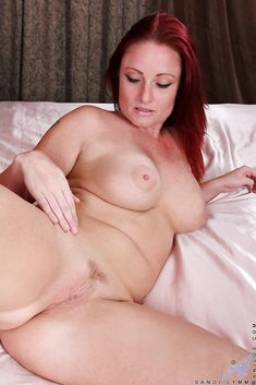 Sexy hot naked fat old women in the scrub