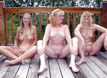 Groups of naked moms